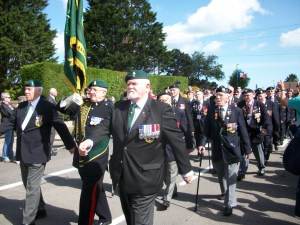 102 1533 - Normandy Veterans march for one last time