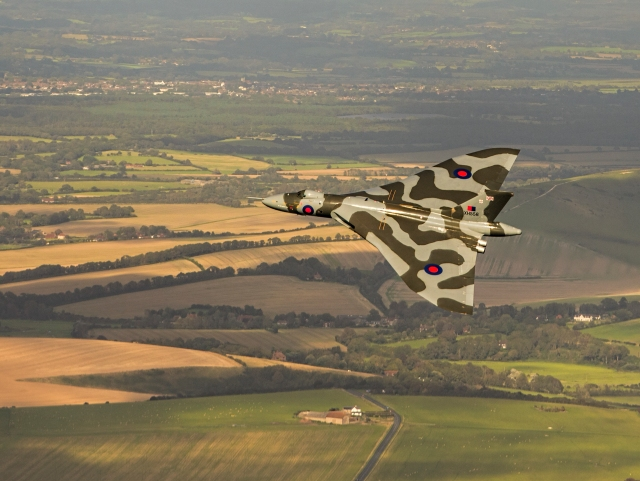 avro vulcan inland - Poll: Which Avro Vulcan photograph do you prefer?