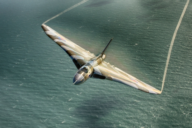 avro vulcan ocean - Poll: Which Avro Vulcan photograph do you prefer?